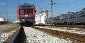 Portuguese_Railways_2297_EMU_at_Entroncamento_Railway_Station